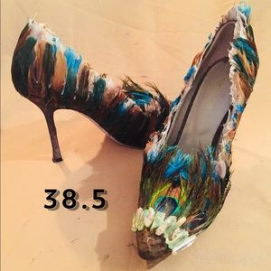 Feathered pumps